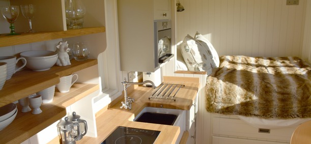 uts, luxury, mains, electricity, water, shower, kitchen, double bed, deck, barbecue, views, dartmoor, south, devon, dartmouth, cornworthy,